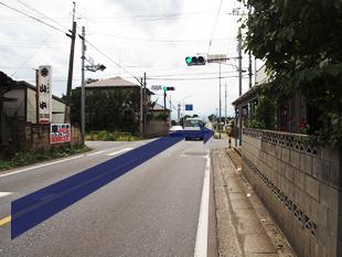 川田谷交差点。右折すると「57号線」です。